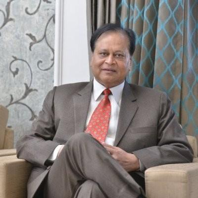 Headshot of Dr. Ajay Murdia, CEO of Indira ivf Hospital