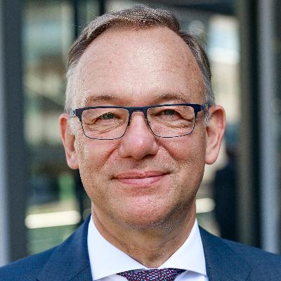 Headshot of Detlef Trefzger, CEO of Kuehne+Nagel