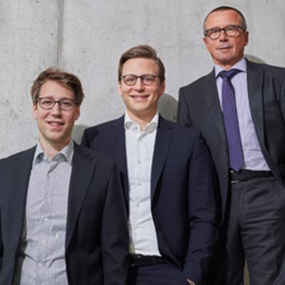 Picture of v.l. Christopher & Bastian Nitzschke, Hans Mörsch, CEO of abakus Unternehmensgruppe (aba Logistics, aba Personal, abakus Personal)