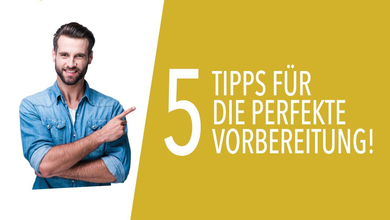 junger, dunkelblonder Mann mit 3-Tage-Bart zeigt auf: 5 Tipps für die perfekte Vorbereitung!