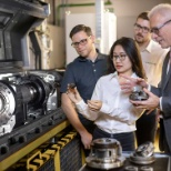 Foto von Schaeffler Group, Technical discussion at the planetary gear unit