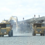 cat 390 loading rock!