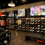 foto van Foot Locker, Shoe rack