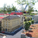 photo of the LEGO Group, Design and build this architecture model in scale 1:20