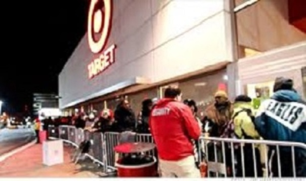 customers waiting in line for the Black Friday sales