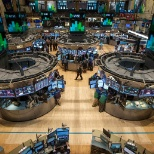 Standard Chartered Bank photo: trading stocks