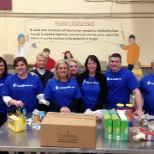 foto da empresa UnitedHealth Group, UnitedHealthcare employees volunteer at St. Louis Food Bank providing 7,288 meals.