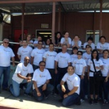 foto da empresa UnitedHealth Group, OptumRx volunteers serve hot meals to 150+ guests at Mary's Kitchen for the homeless.