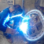 Welding of a manhole