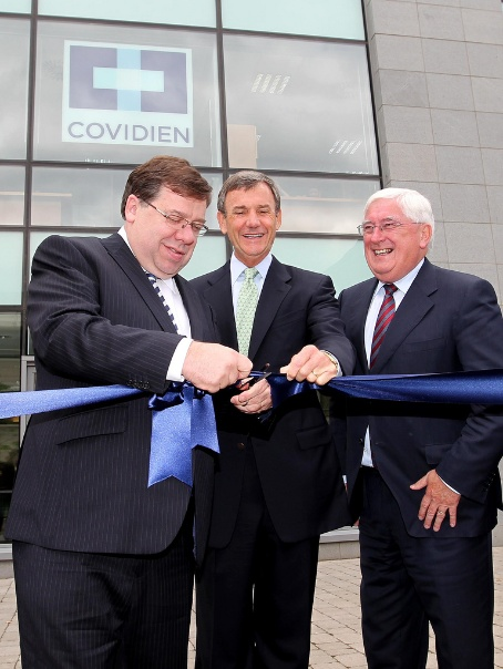 Taoiseach with CEO of Covidien Rich Meelia and Minister Batt O'Keeffe